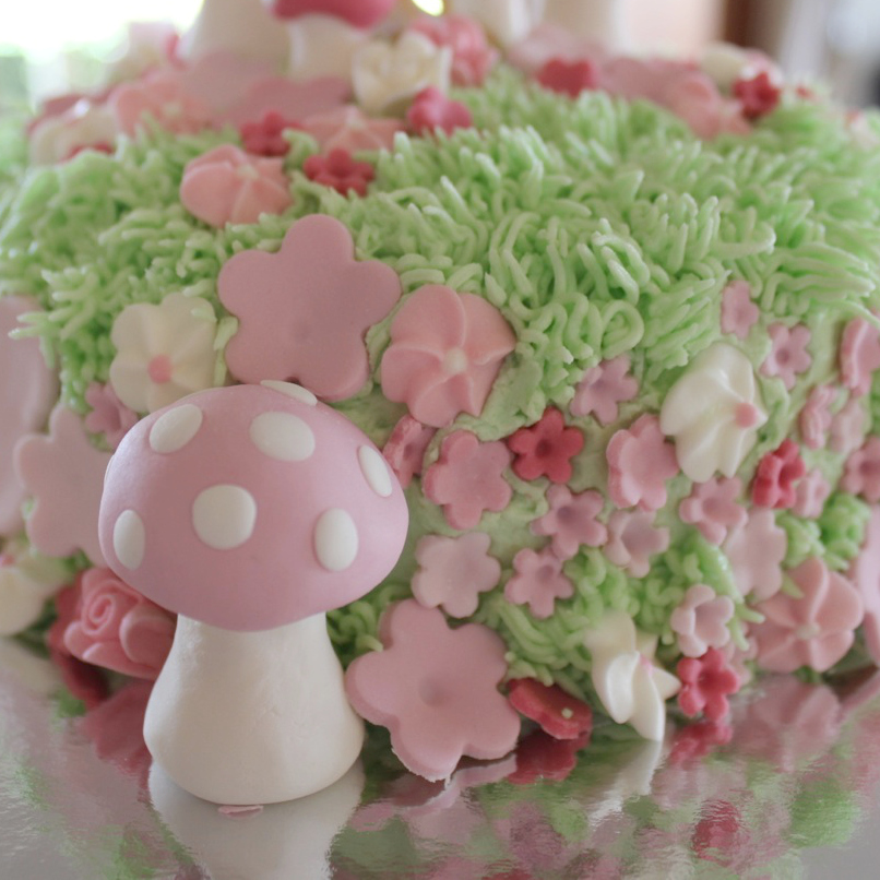 Detail of a fairy cake by Molly and Mama